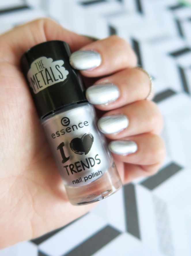 I LOVE TRENDS! 'THE METALS' Essence Nail Polish ...