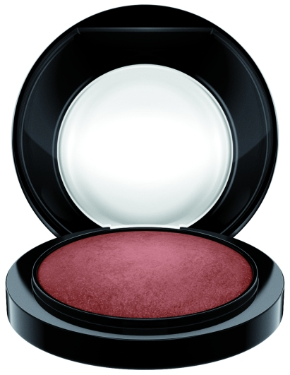 MAC_ProjectTJ_MineralizeSkinfinishNatural_TarajiGlow_white_300dpiCMYK_1