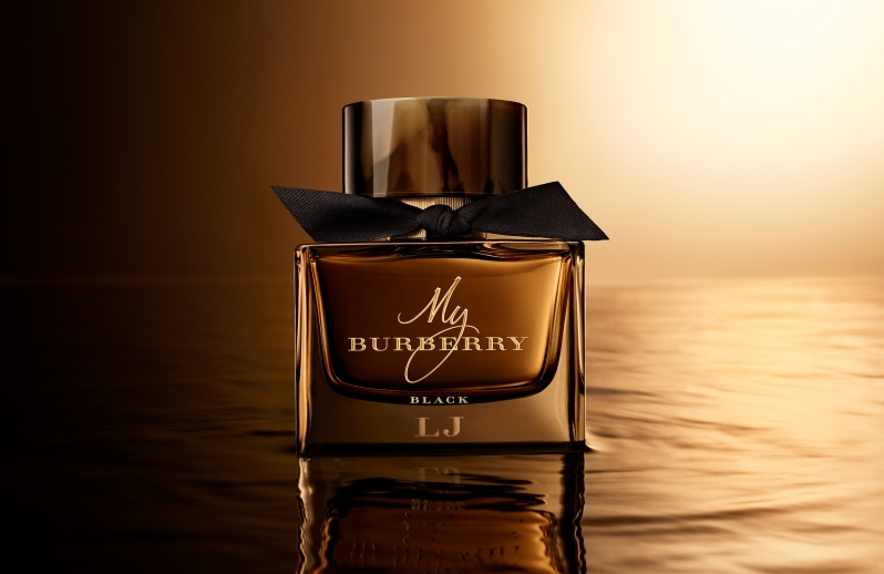 MY_BURBERRY_BLACK_CREATIVE_PACKSHOT_MONOGRAMMED