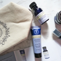 Neal's Yard Remedies Organic Rejuvenating Frankincense Gift Set